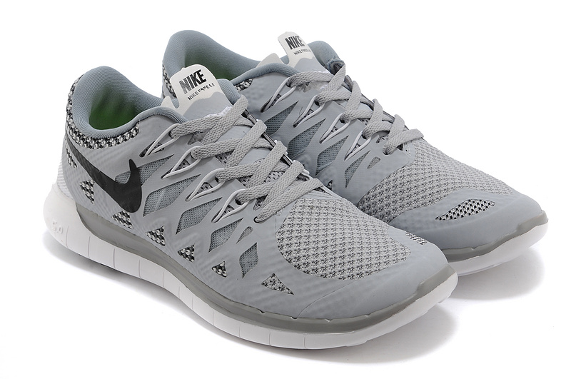 grey nike running shoes mens